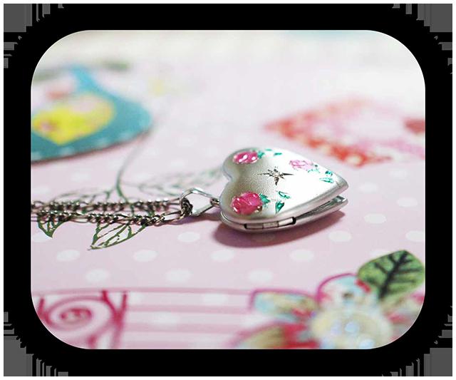 ダイヤモンド ピンクのバラ イニシャル彫刻